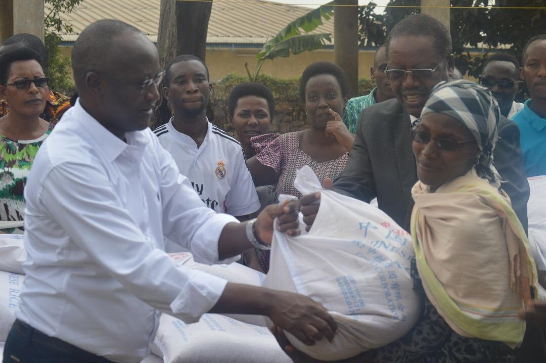 Le Premier Vice-Président de la République a distribué des vivres aux vulnérables de la Mairie