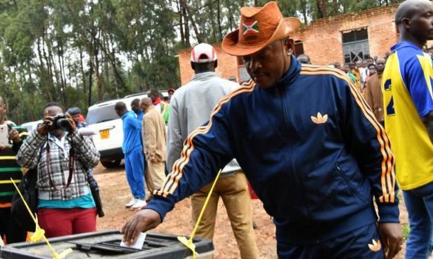 Le Chef de l'Etat participe au vote de la constitution