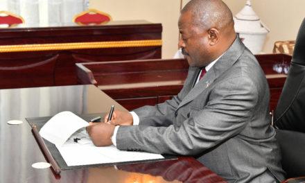 Le Chef de l'Etat promulgue la nouvelle Constitution.