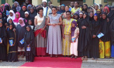 La Première Dame sensibilise les jeunes filles musulmanes sur leur vulnérabilité au VIH-SIDA