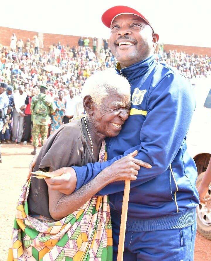 Le Chef de l'Etat Pierre NKURUNZIZA en visite au centre du pays