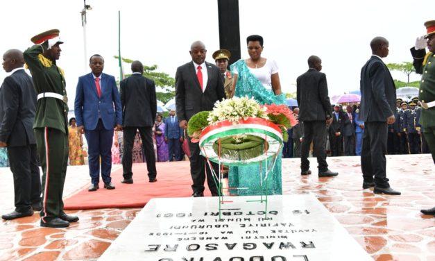 Le Couple Présidentiel rend hommage au Prince Louis Rwagasore au 27ème anniversaire de son assassinat