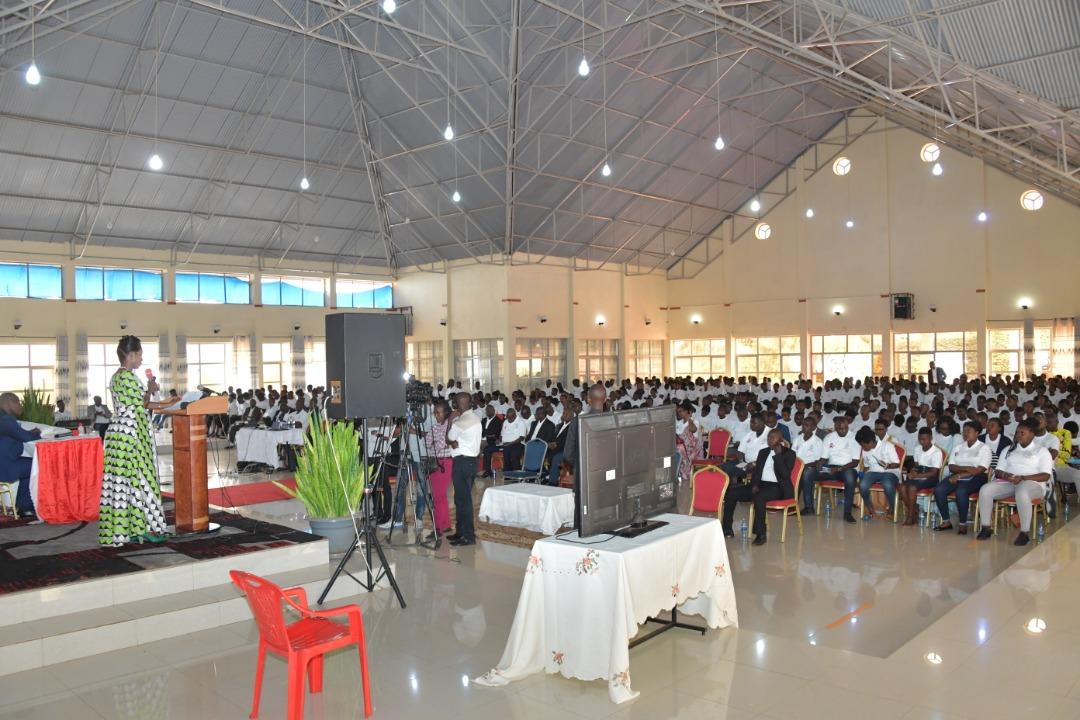 La Première Dame du Burundi demande aux jeunes de la province Ngozi de préparer leur avenir