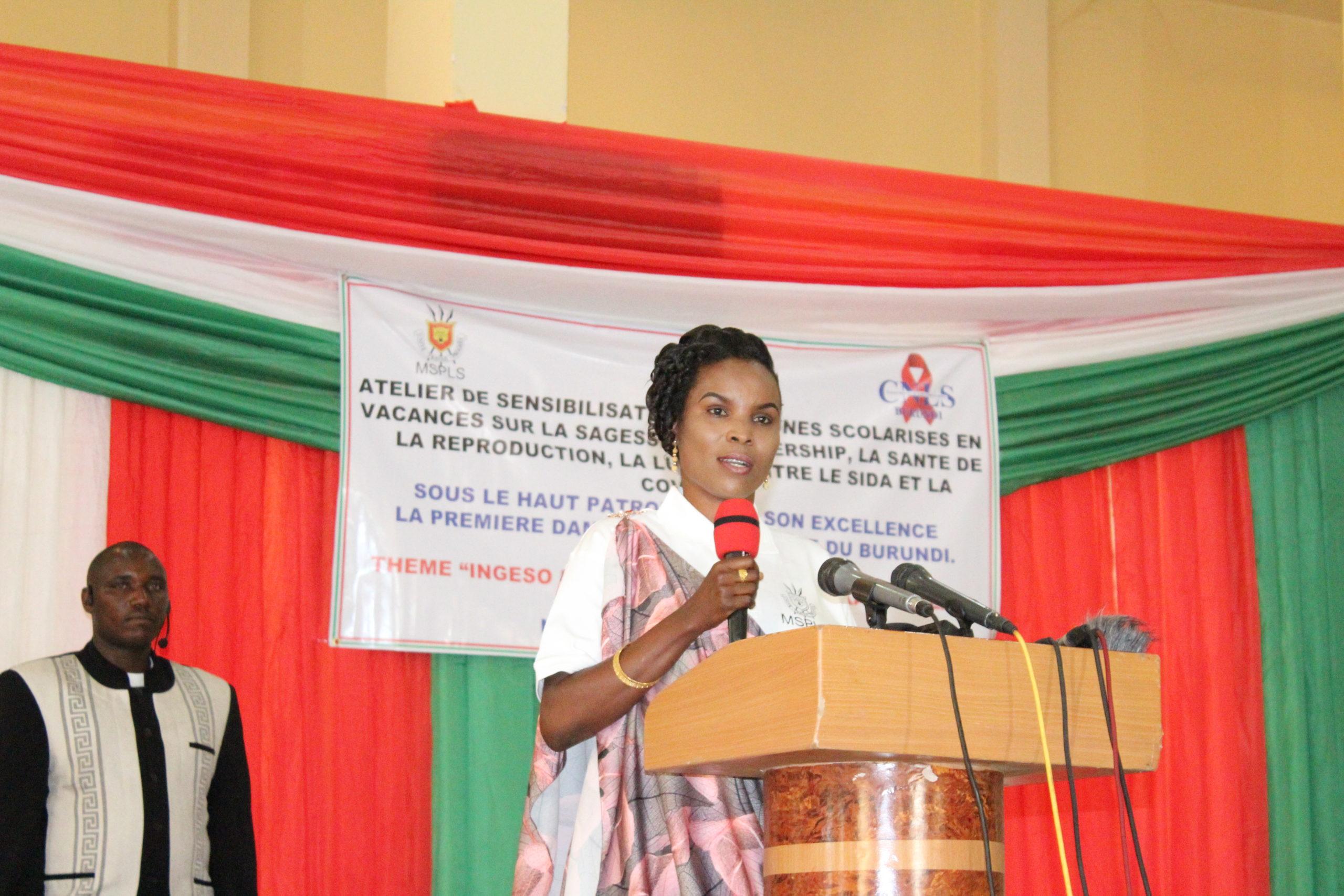 La Première Dame du Burundi rencontre les jeunes, en vacances, de la commune Ntahangwa