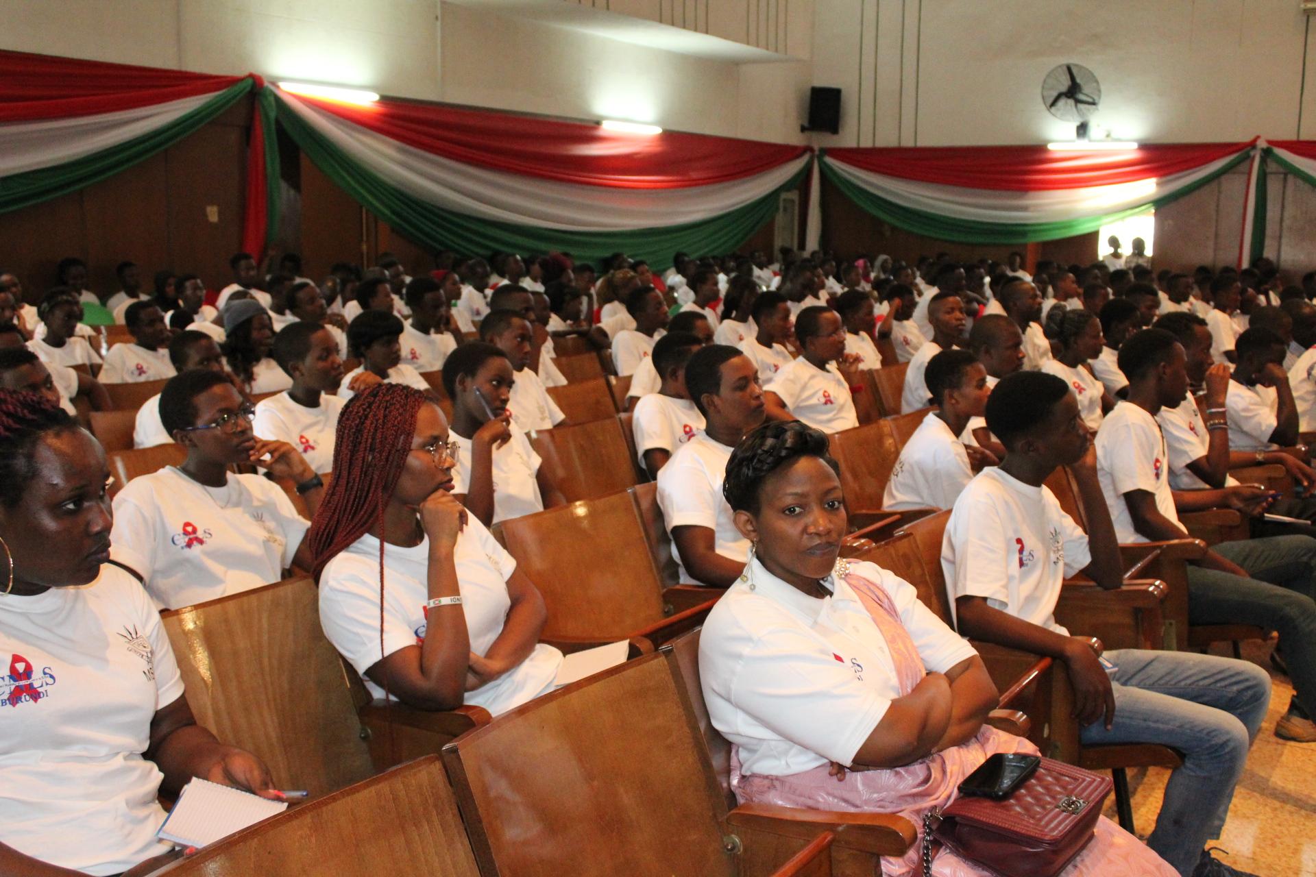 La Première Dame du Burundi rencontre les jeunes de la commune Mukaza