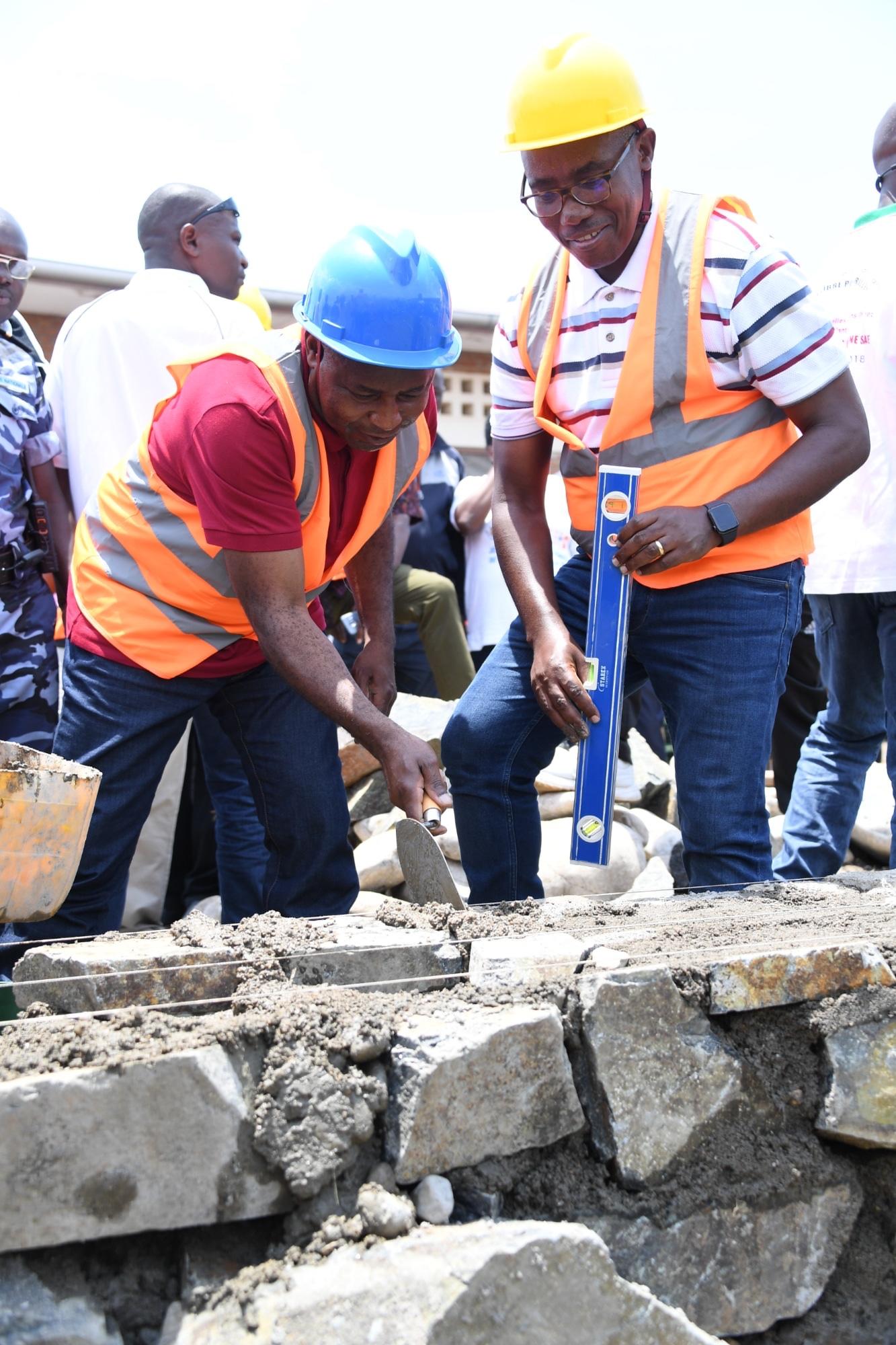 Le Chef de l'Etat lance la construction d'un centre de dépistage du COVID-19 à Gihanga