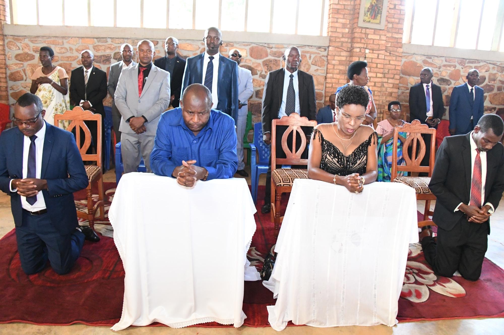 Le Couple Présidentiel prend part à la prière dominicale à Munanira
