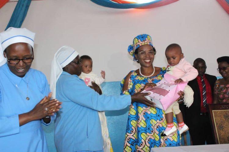 La Première Dame visite l'Orphelinat de la congrégation Sainte Bernadette de Karusi