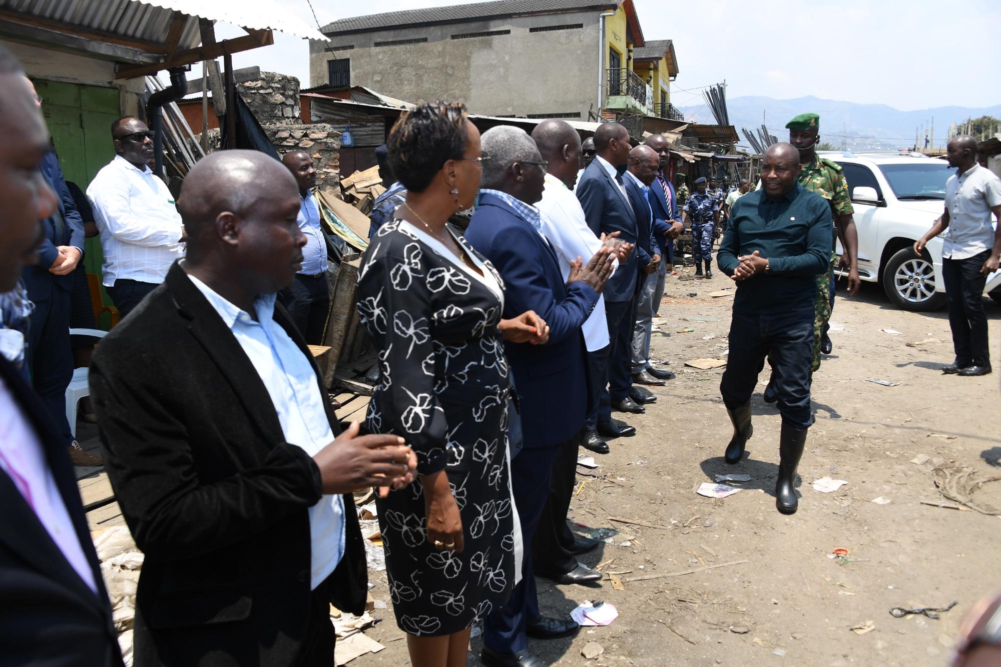 Le Chef de l'Etat visite le marché de Kamenge récemment dévasté par le feu