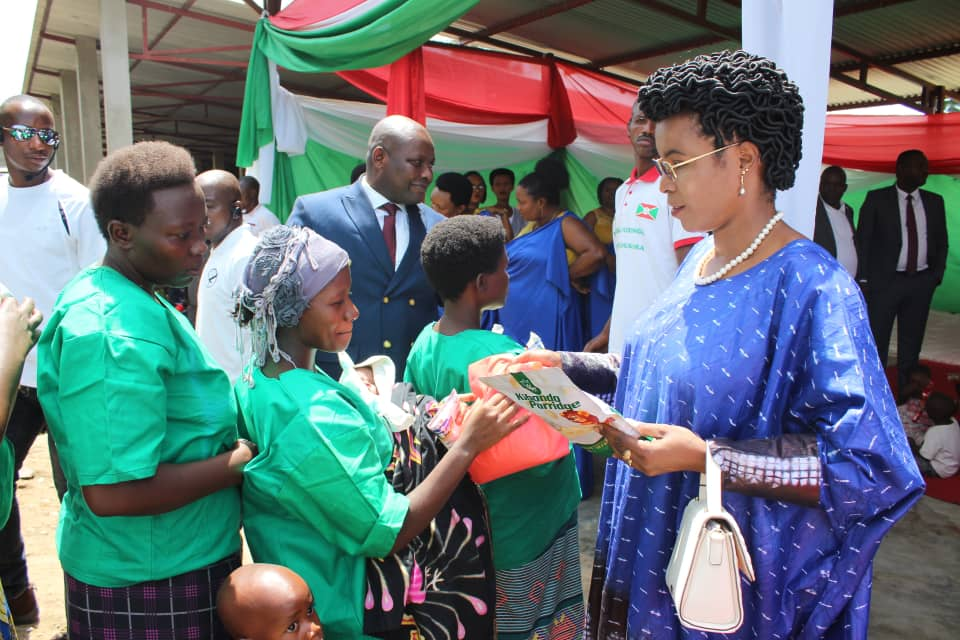 The First Lady joins the children jailed with their mothers in Mpimba prison to celebrate Christmas