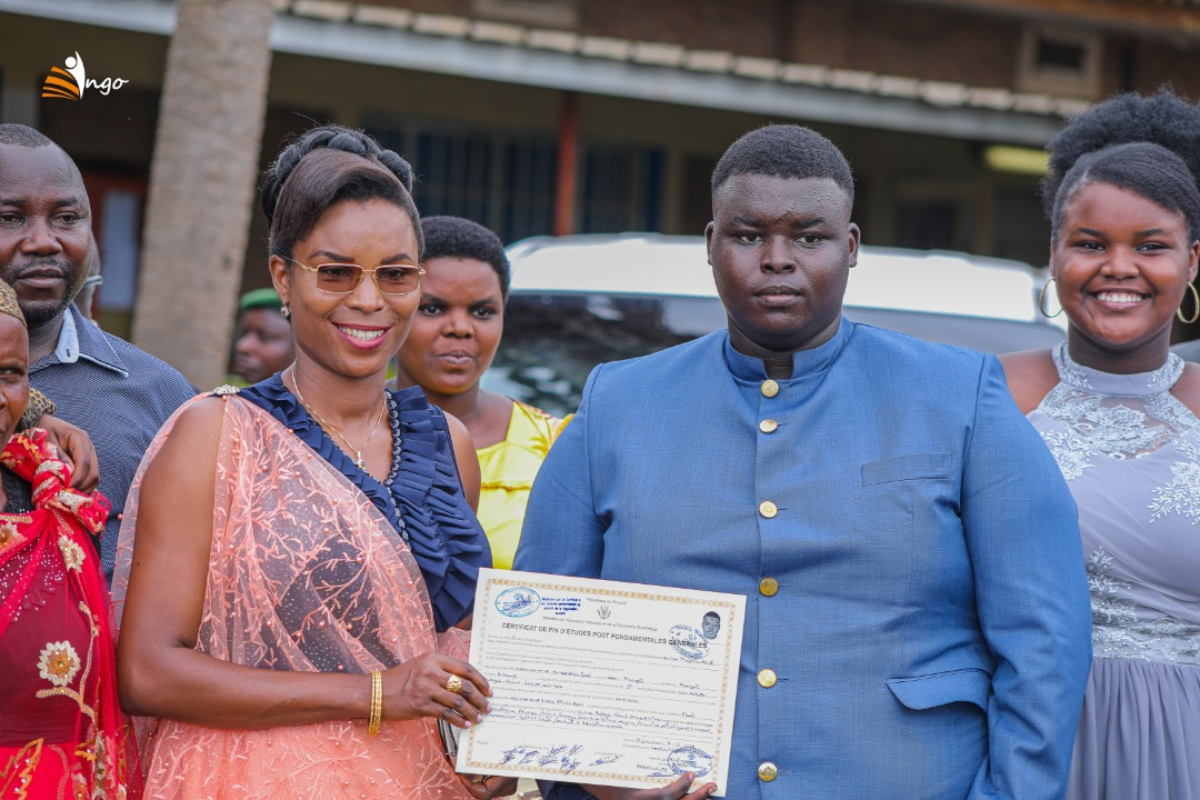 The First Lady enhances the certificate presentation ceremonies at  Lycée du Lac Tanganyika