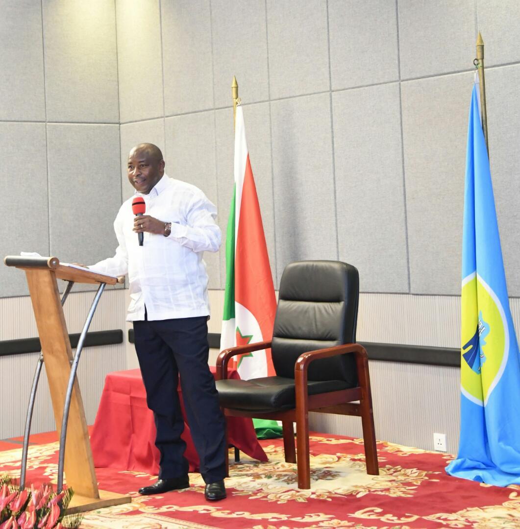 Jamais sans les médias: S.E Evariste Ndayishimiye se prononce en faveur d'une reconsidération par le CNC de certaines mesures de restriction