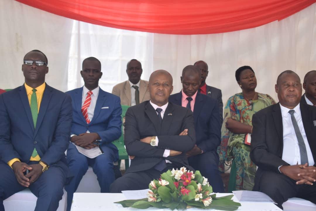 Le Vice-Président Bazombanza prend part aux  cérémonies d'ordination pastorale et diaconale à l'Eglise Anglicane