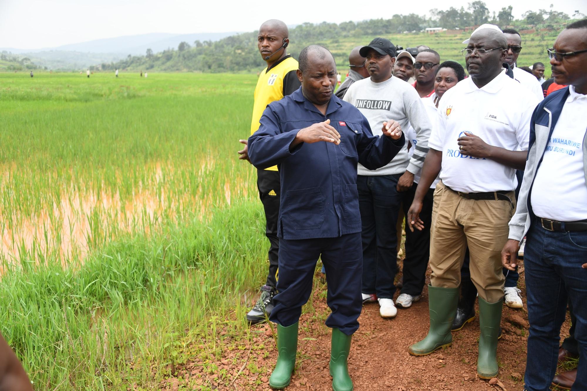 Le Chef de l'Etat encourage les différents projets réalisés par des producteurs agro-eleveurs des communes Mbuye et Rutegama de Muramvya