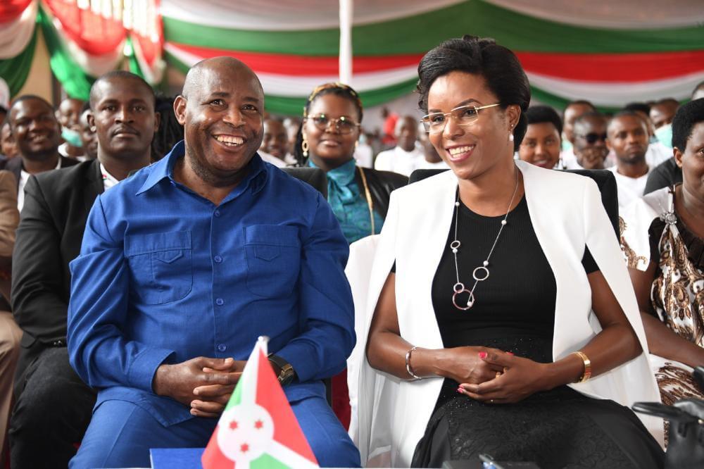 Le Couple Présidentiel rehausse la deuxième et dernière journée de la 5ème conférence nationale des jeunes