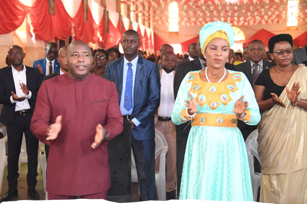 Le Couple Présidentiel s'associe aux chrétiens de la paroisse Giheta pour la messe dominicale