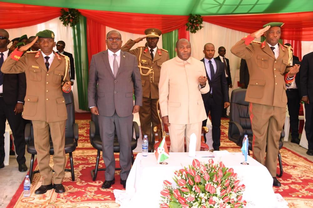 Le Président Ndayishimiye appelle les officiers de l'ISCAM à servir de modèle