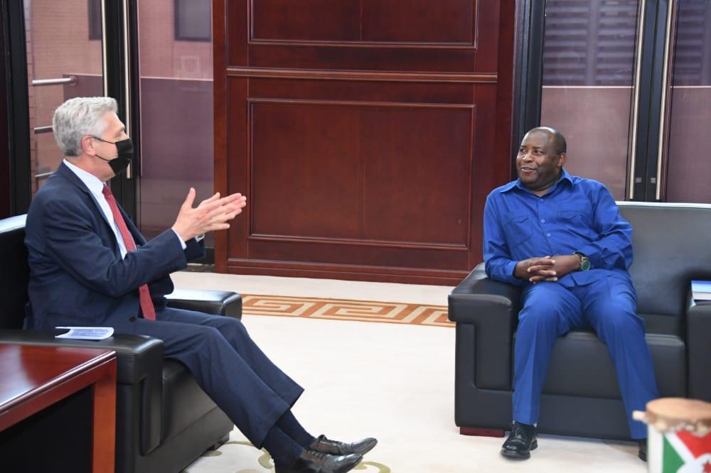 Filippo Grandi impressionné par le retour massif des réfugiés burundais