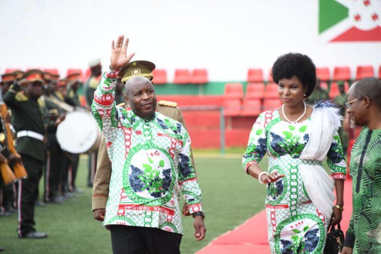 Le Couple Présidentiel célèbre la fête du travail et des travailleurs à Buganda