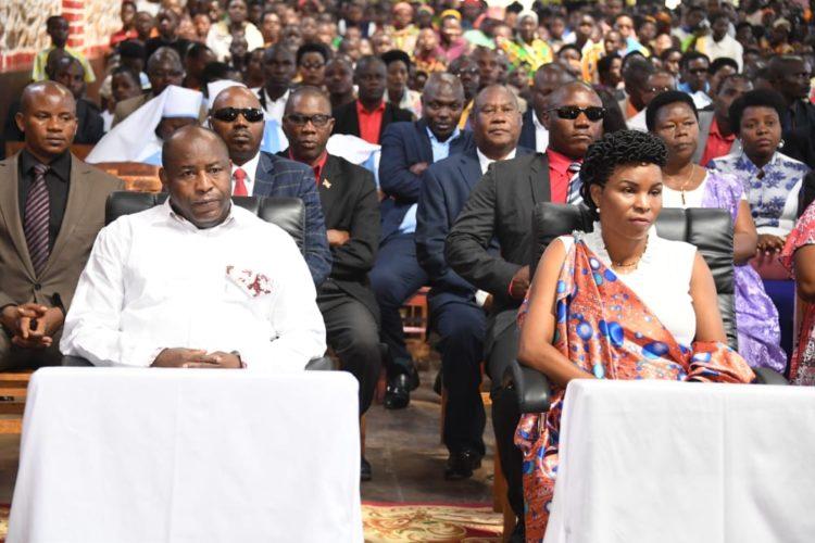 Le Couple Présidentiel s'associe aux chrétiens de la Paroisse Makebuko pour la célébration du Saint Sacrement