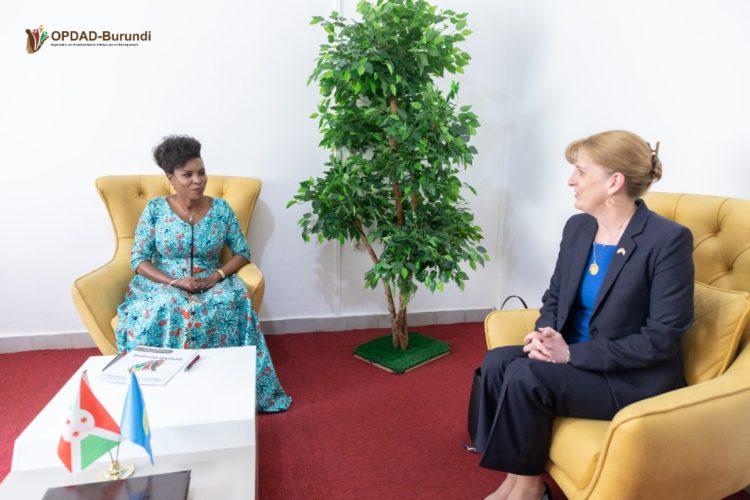 La Première Dame reçoit l'Ambassadeur des Etats Unis au Burundi