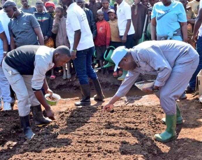 Le Président Ndayishimiye à la rencontre des agriculteurs pour promouvoir les systèmes d'irrigation innovants