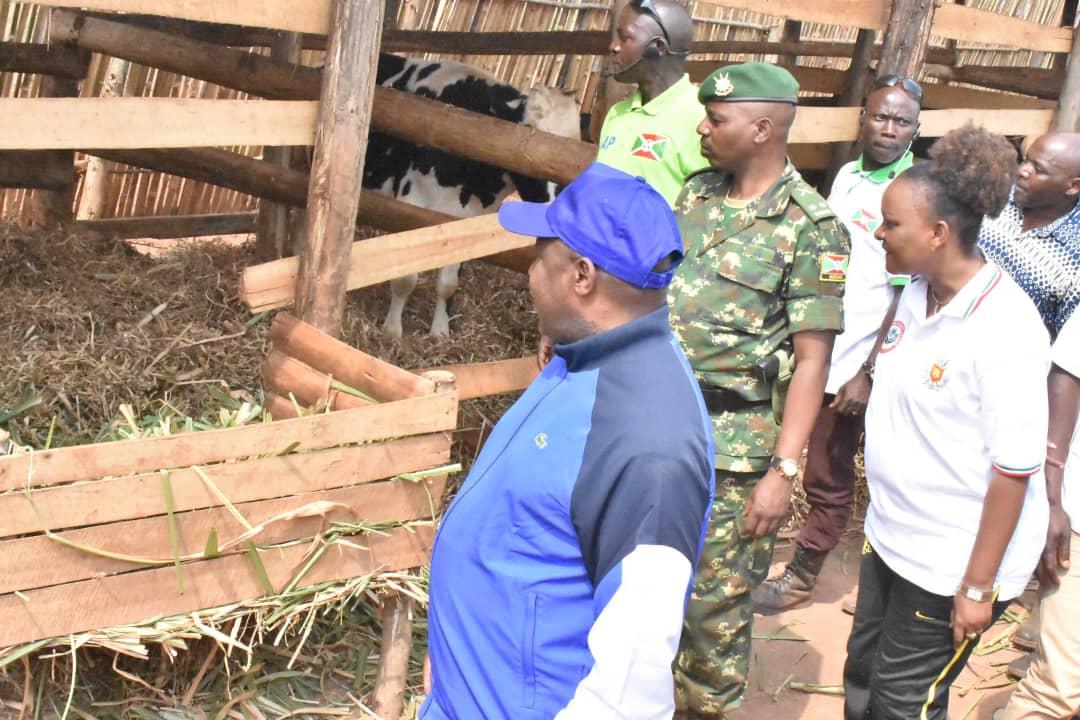 Le Président Ndayishimiye encourage la population à s'atteler aux travaux de développement