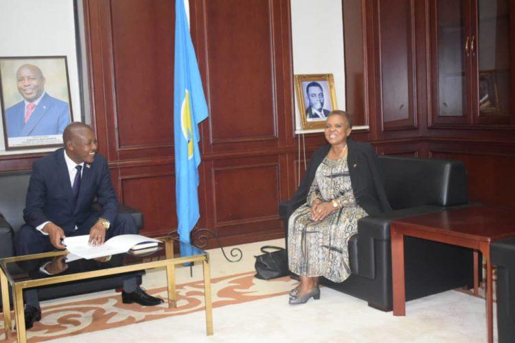 Le Vice-Président Bazombanza reçoit en audience l'Ambassadeur Sud-Africain au Burundi