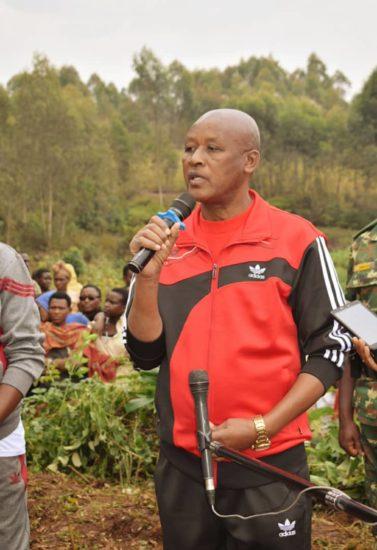 Le Vice-Président Bazombanza effectue les travaux communautaires à Mwaro