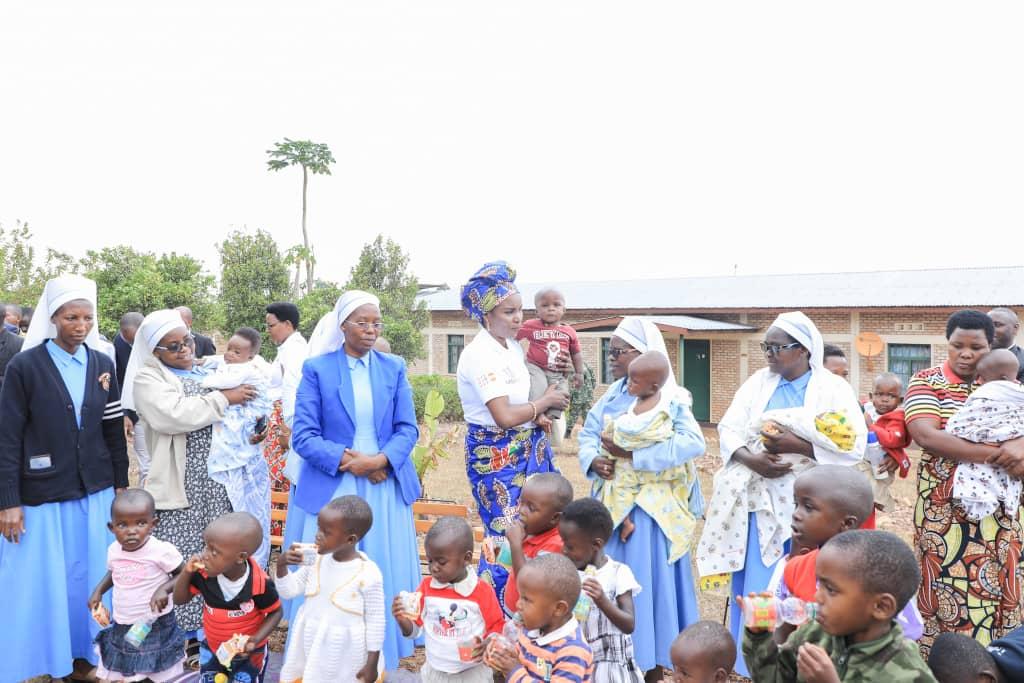 La Première Dame appelle au soutien des orphelins