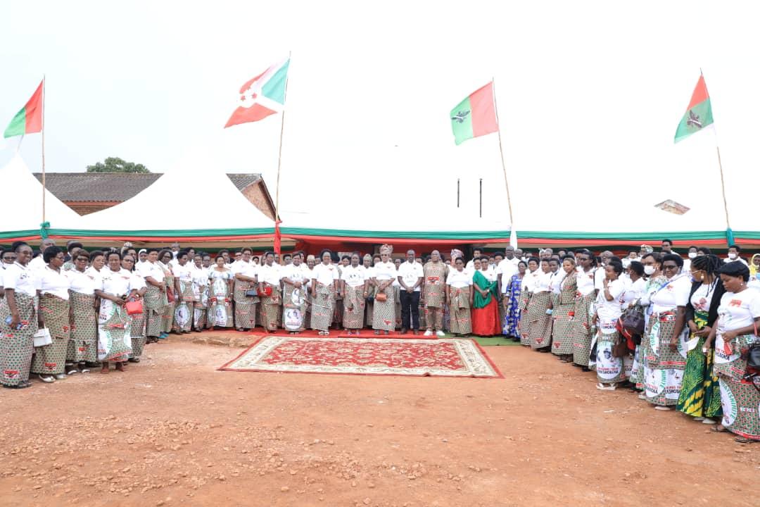 La ligue des femmes du CNDD-FDD apporte son appui à l'extension du centre URUMURI de  Gitega